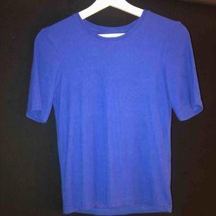 En super fin blå ribbad tröja. Som är använd ett fåtal gånger🧚🏼♀️