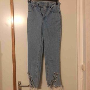 Högmidjebyxor. Storlek 24 tum. Aldrig använda, i fint skick säljes för byxorna är för små på mig,  jag tar swish betalning. Frakt inräknade i priset, om inte upphämtning i Helsingborg.