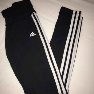 Adidas leggings som nästan aldrig är använda, säljer pga försmå😊