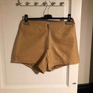Säljer ett par helt nya äkta läder shorts från Cubus i storlek 40. Nypris 800kr