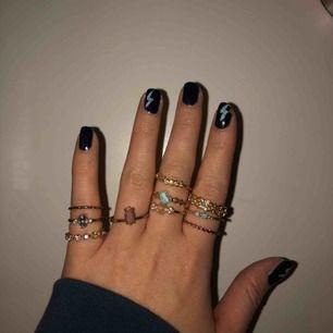 Säljer mina fina guld ringar då de ej kommer till användning:(  knappt använda alls, minns dock ej var de är ifrån