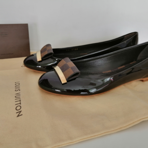 Louis Vuitton Damia Flat Ballerinas, new with box, dustbag, 100% authentic, date code SC0123,                size 37, insole 24cm, write me for more info