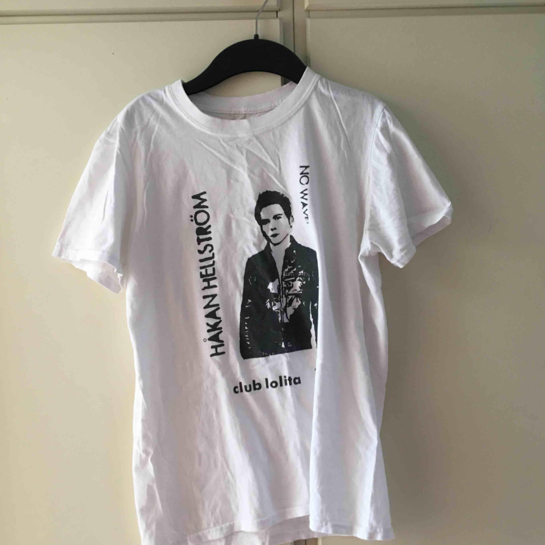 Håkan Hellström T-shirt köpt på Klubbland i Göteborg, knappt använd.. T-shirts.