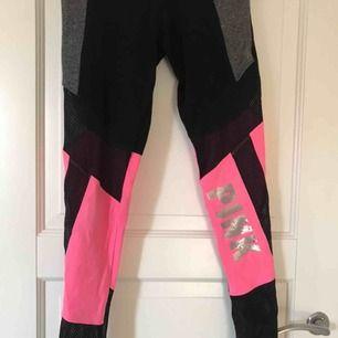 Tränings/tights från pink vicktoria secret! Nät och glitter detaljer!