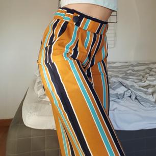 Snygga färgglada culottes / kostymbyxor från Zara! Endast använda 1 gång pga inte min stil