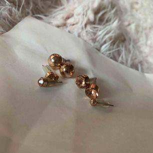 Serie med roseguld örhängen. Kom med prisförslag om du är intresserad!!🙌🏼