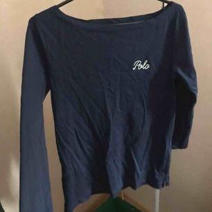 """En tröja med mycket bra kvalité och använd ca 2 gånger. Tröjan har trekvartsärmar så ärmarna slutar inte """"hela vägen"""" till handleden"""