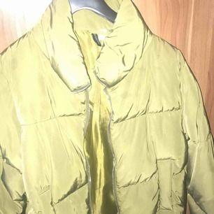 Puffer jacket till Salu. Aldrig Använd.