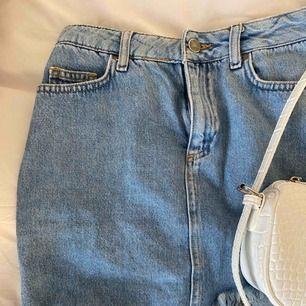 Jättefin kjol från Linn Ahlborg X Nakd. Sparsamt använd. Tyvärr för liten för mig. Storlek 34.