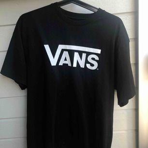 Oversize t shirt från vans, använd typ en gång.