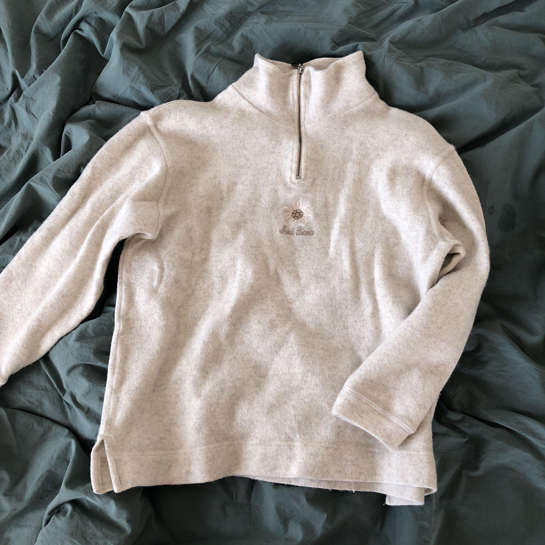 Mysig tröja , köpt secondhand, passar perfekt nu till hösten/vintern. . Huvtröjor & Träningströjor.