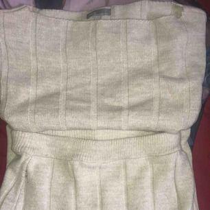 Matchande set från Asos. Storlek S i tröjan och M på kjolen.