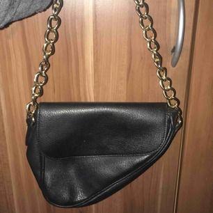 Trendig väska köpt från Nelly denna sommaren.