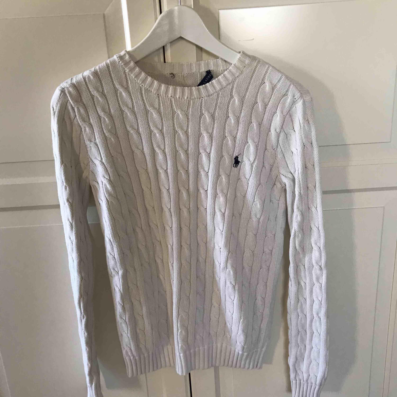 Kabelstickade Ralph Lauren tröjor Vit = storlek S - 250kr Blå = storlek M - 299kr . Stickat.