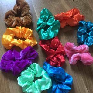 10 fina oanvända snoddar säljs för 100kr + frakt. 2 olika material