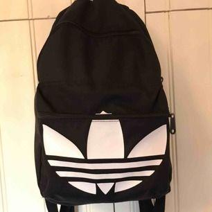 Rymlig ryggsäck från adidas. Köpare står för frakt :)