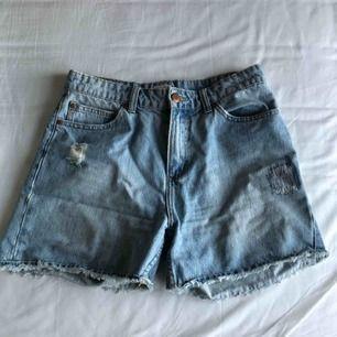 Slitna shorts från Twist & Tango. Supergott skick.  Möts upp i Stockholm eller kan posta (köparen betalar frakt). Skriv om du har mer frågor :)