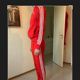 Adidas dress i bra skick hur snygg som helst