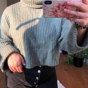 Jättefin och skön stickad tröja, perfekt nu till vintern💚