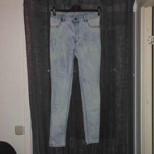 Fina ljusa jeans, aldrig använda.