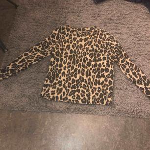 En mycket fin leopard tröja, använd fåtal gånger