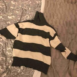 Stickad tröja från micha i storlek 36 Minns inte hur mycket den är köpt för därför priset Ganska använd  Ganska så midjelängd beroende på hur lång man är 100kr om jag ska skicka  Kan lämnas i Eskilstuna, Köping, Kungsör