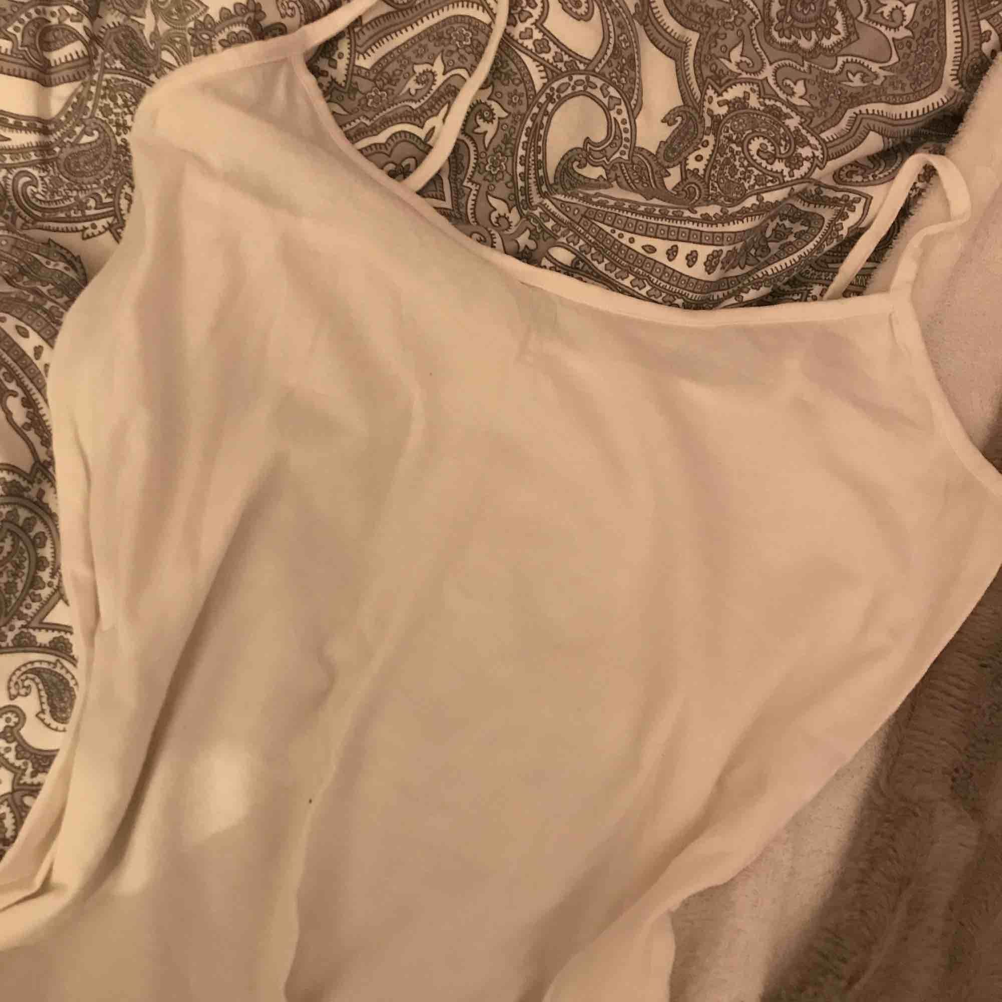 Ett linne från kappahl Köpt i våras Aldrig använt  Kan lämnas i Eskilstuna, Köping, kungsör även i Göteborg 1 november -3 nov. Toppar.
