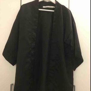 Svart kimono 1 gång användad