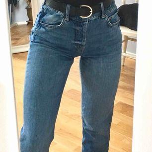 Snygga Original mom jeans från Gina Tricot! - strl 36 - raka i modellen - hög midja - säljes pga använder inte längre :) - originalpris: 499kr men priset kan diskuteras vid smidig affär!  Kan mötas upp i Lund annars tillkommer en fraktkostnad🥳