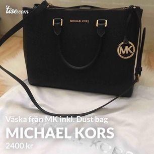 Snygg och klassisk väska från MK. Fick denna i födelsedagspresent för ett år sedan, sparsamt använd! Pris kan diskuteras :) dustbag ingår!