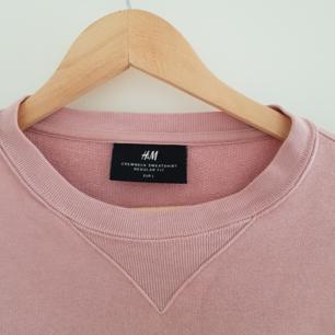 Rosa sweatshirt från HM herr.