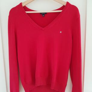 Snygg röd stickad tröja från Gant.