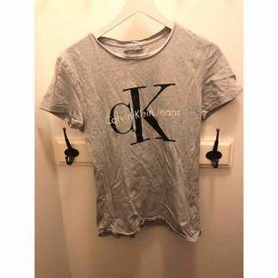 Calvin Klein jeans T-shirt  Storlek s Köparen står för frakt