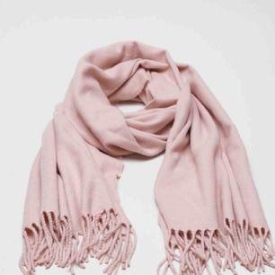 Ljusrosa halsduk från bikbok. Nyskick, frakt står köparen för & betalning sker via swish💖