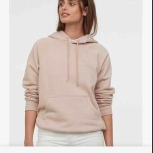 Sparsamt använd beige hoodie ☺️ Strl Xs men ganska stor, passar M, S också jättebra! Pris går att diskutera ❤️