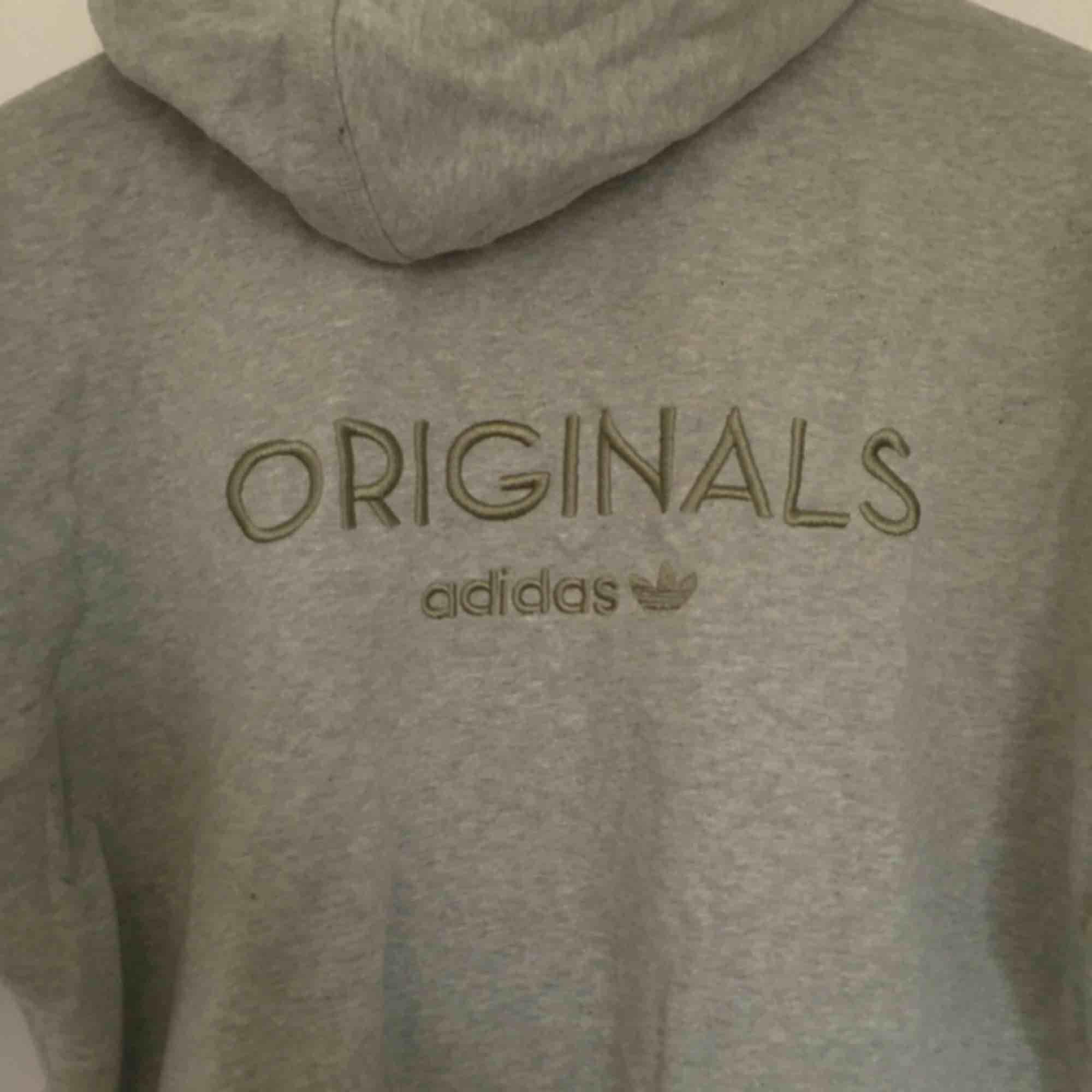 🎃Ljusgrön/grå Adidas Originals-hoodie🎃 stl 38🎃 extra långa muddar🎃 stor luva!🎃 möter upp i Stockholm!🎃. Huvtröjor & Träningströjor.