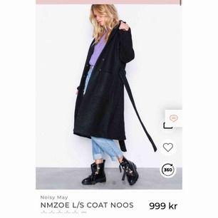 Supermysig kappa från märket Noisy May🥰 Helt ny med prislapp kvar, köpte den förra veckan. Den är i 50% ull (!!) så den håller dig varm hela vintern. Nypris 1000kr och jag säljer den för 599!💞