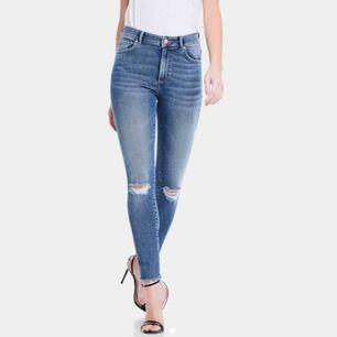 Jeans ifrån bikbok i storlek s. Säljer pga för små 🥰 frakten ligger på 55kr