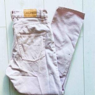 Helt oanvända jeans från monki. Felköp men fin modell!