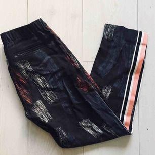 Knappt använda men ack så coola byxor från Samsø Samsø!