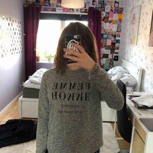 Långärmad grå tröja från Gina tricot, oanvänd