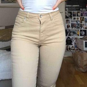 Supersnygga beiga jeans i rak modell!  Pris kan diskuteras:)