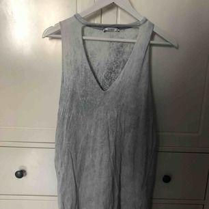 """t-shirt klänning från pull and bear. liten reva i """"öppningen"""" men de syns knappt. fraktar inte, möts upp i stockholm🌟"""