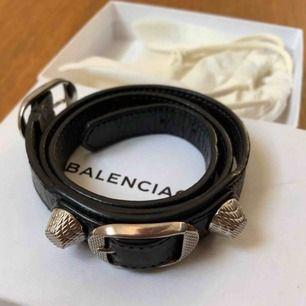 Balenciaga armband , kommer med kartong och kvitto.