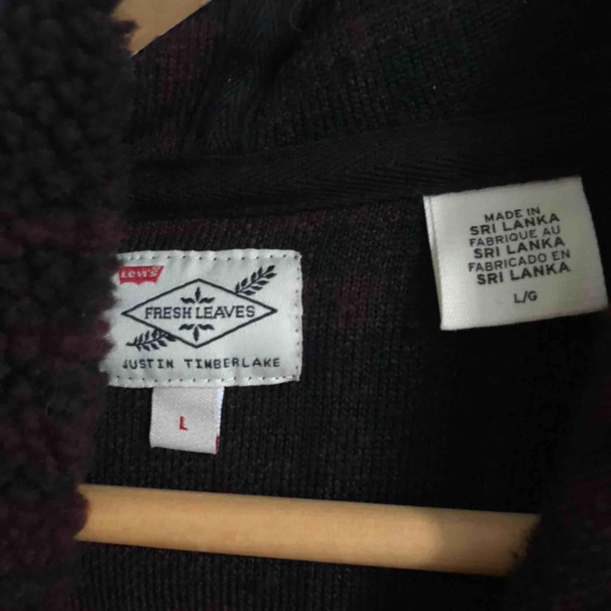 Varm och myzig hoodie från Levis i fleece-material. Huvtröjor & Träningströjor.