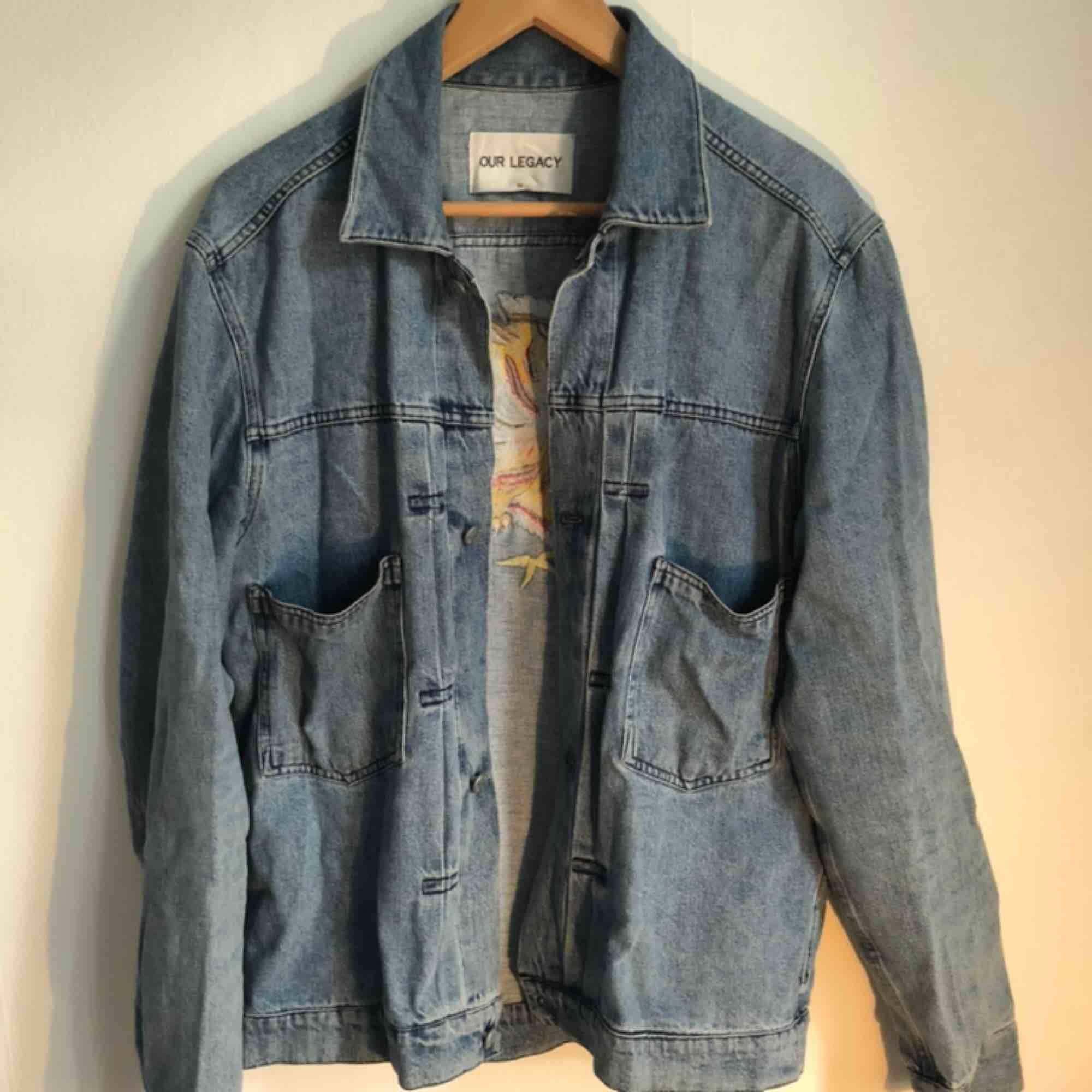 Jävligt snygg och tidlös jeansjacka från Our legacy i stl 50. Jackor.