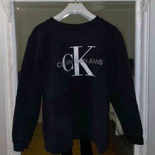 CK tröja, i tjockare material. Inte använd många gånger. Nypris va 1000 kr.