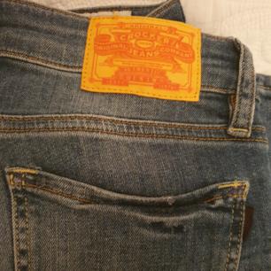 Jättefina Crocker Jeans i väldigt fint skick. Säljer pga försmå :(  Köpare står för frakt :)