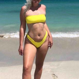 Supersnygg lysande gul (ej neon dock) högmidjad bikini från Shein. Superbra material, inte genomskinlig. Inga inlägg i bh-n och kan knytas bak så den passar många olika storlekar.