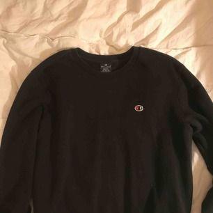 Skitnajs sweatshirt från Champion Jättefint skick Trendig och efterfrågad tröja! Buda från 50💕